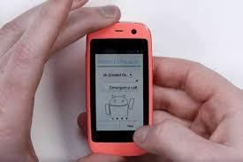 3 Smartphone Berukuran Kecil Didunia, Sekecil Kotak Korek Api